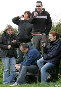 Phone users on Bench - Photo From the Daily Mail